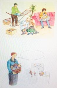 Comportement alternatif à l'arrivé de bébé : les grands-parents s'occupent des tâches ménagères et des aînés pendant que maman se consacre pleinement à bébé.